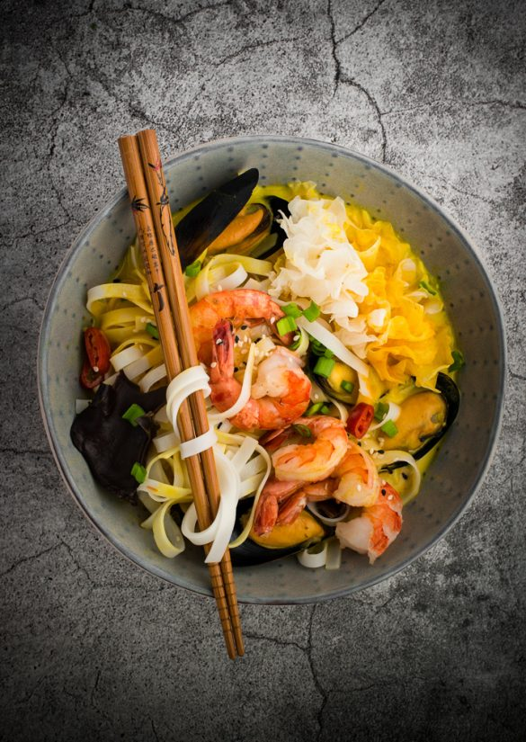 rice noodel curry with seafood